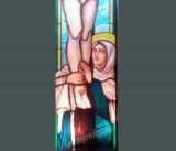 Maryja pod krzyżem - witraż sakralny