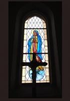 Matka Boska - witraże kościelne