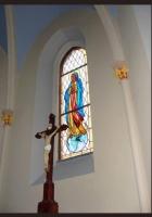 Witraż w kościele - Matka Boska
