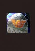 Anioł w oknie kościelnym - witraż