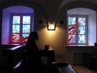 Okno, przez które widać Boga. Witraże w  kaplicy poświęconej św. Faustynie Kowalskiej